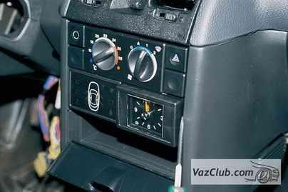 Снятие часов и блока индикации бортовой системы контроля.